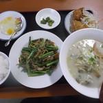 火四季 - ニンニク茎と豚肉炒めランチ 650円とスープをトンコツラーメンに変更 火四季 苫小牧店
