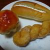 あすなろパンカフェテリア - 料理写真:プリンパン120円、クリームサンド100円、ツイストドーナツ80円