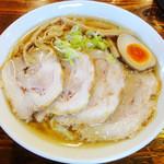 ヌードル マン - 中華そば《大盛り》《肉のせ》縮れ麺