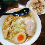 ヌードル マン - 中華そば《大盛り》ストレート麺&肉飯