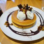 パンケーキ・リストランテ - ビターチョコレートソースとキャラメリゼした4種類のナッツ バニラアイス添え ¥1050