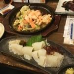 海のがき大将 - 鮭ちゃんちゃん焼きとイカ刺し