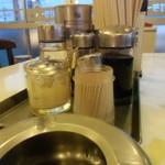 鈴福 - テーブル上の調味料さんたち