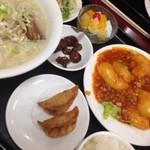 台湾料理 嘉宴楼 - エビチリ定食(豚骨ラーメン)