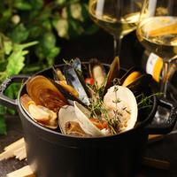 数種の貝の白ワイン蒸し