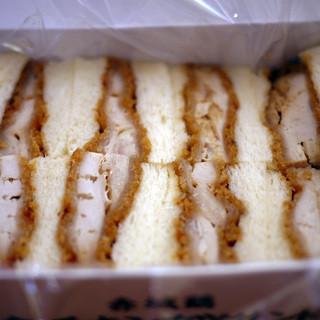 おぎのや - 料理写真:赤城鶏黄金チキンカツサンド~☆