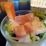 森乃館 - サラダはカクテル風でした。キッチリ冷えていて、ドレッシングの味も良かったです。