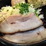 麺処 次男房 - 油そば大盛り、肉厚チャーシュー