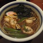 清川 そば店 - 2013/10   大粒の牡蠣5粒が入っている、牡蠣そば