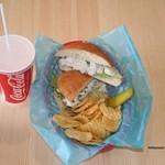 カリフォルニアダイナー - ハリウッドサンドウィッチスペシャルセット ¥800(ツナサンドorチキンサンド・ポテトチップス・ジュース)