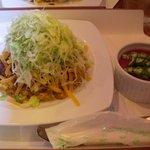 ハモニカ・クイナ - 季節のタコライス(チーズ) \800