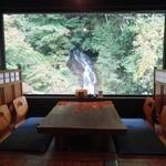 滝やま荘 - 滝が見える席で頂きます