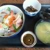 漁 - 料理写真:海鮮丼とアラ汁¥800