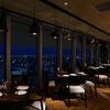 AWkitchen - 内観写真:大きくとった窓からは、大阪の夜景をお楽しみいただけます。落ち着いたお洒落な雰囲気の店内でゆったりとした時間をお過ごしください♪