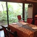 プリモピアット - 静かにゆったりとお食事が楽しめる雰囲気です。