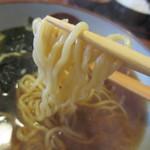 旬菜中華工房 - ちぢれのある太めの麺です。