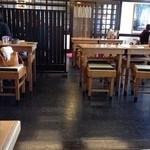 八雲  - テーブル席