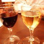 モッシュワイン - グラスワインの赤と白