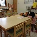 いたこ丸 - テーブル席(店内中央)