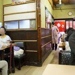 赤乃れん - 昔懐かしい雰囲気の店内。