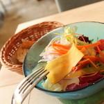 アマルフィイ カフェ - ショートパスタランチ(季節のお野菜のサラダ)