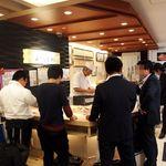 札幌シーフーズ - 千歳空港のお土産売り場にある立ち食い寿司