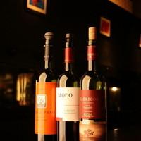 充実のワイン類は、1杯500円から提供しています