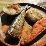 ネマルカフェ - 焼き魚3種盛り
