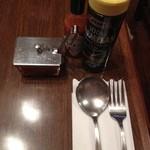 YOU - 喫茶店らしいテーブルセッティング
