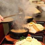 竹本商店☆つけ麺開拓舎 - 濃厚なスープを熱々の石焼で食べて頂きます