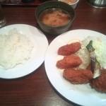 キッチン ジロー - カキフライ&帆立コロッケ¥890
