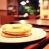 ラブレー - 料理写真:パンケーキ バターのせメープルソース (750円) '13 10月下旬