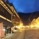 定山渓物産館 - 夜の外観
