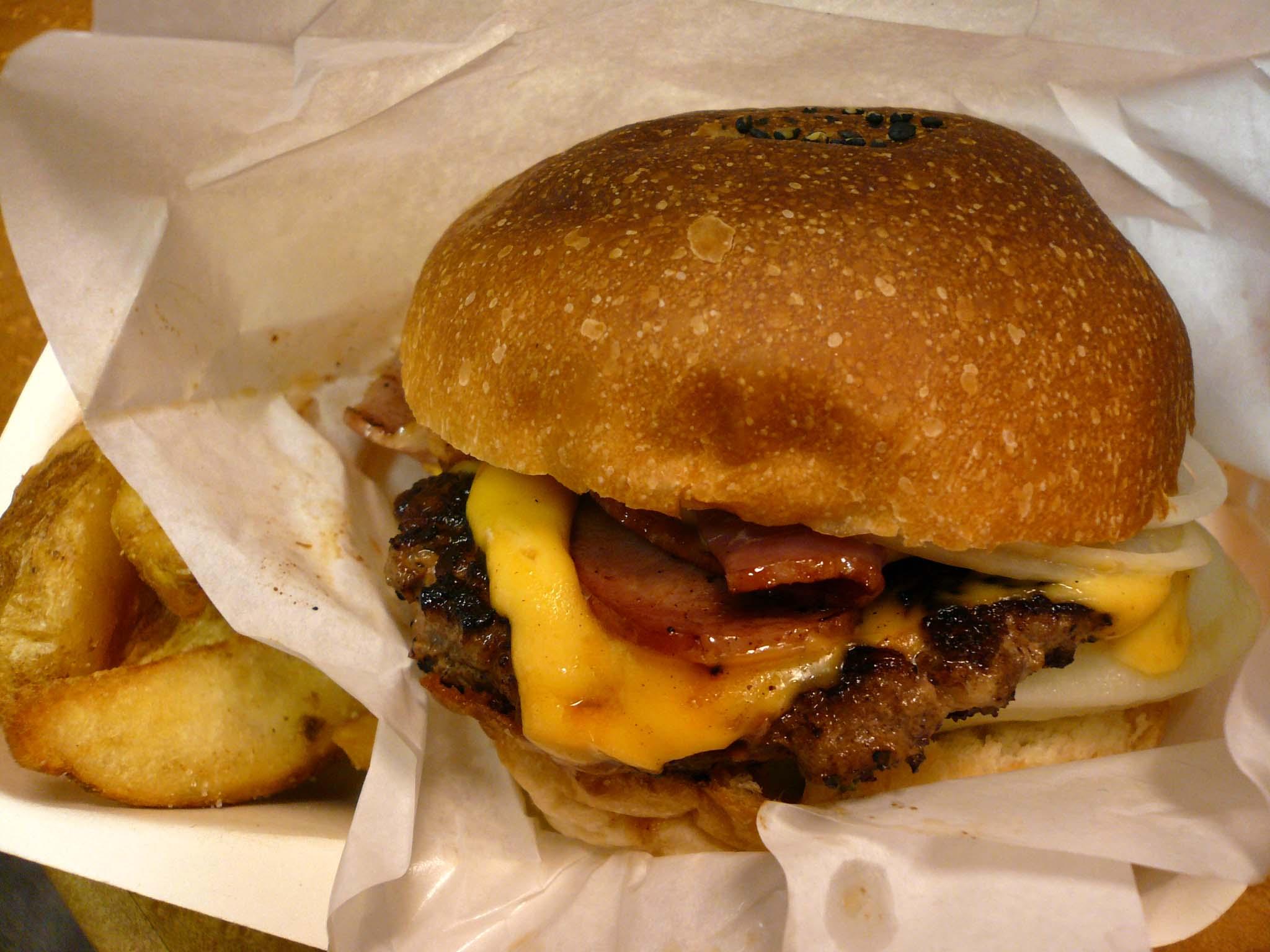 Munch's Burger 麹町31MTビル前 ネオ屋台村