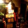HiBiKi - 外観写真:店内入口の雰囲気!!路地奥に見えるランタンとウイスキー樽が目印。