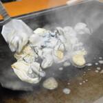 大木屋 - 三陸産の牡蠣を鉄板へ