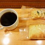 豆香房 - マンデリン ガルーダ (朝のコーヒー) Sサイズ 180円とパン