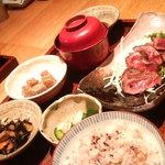 平太 - 牛肉のたたき定食。880円