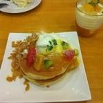 ラポーズカフェ - カルピスフルーツパンケーキとマンゴーラッシー