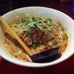 極担々麺 真空 - 担々麺680円