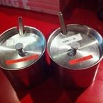 極担々麺 真空 - 「ガツン汁(?)」と「自家製ラー油」