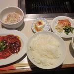 焼肉 寿亭 - 日替わりのカルビ&みそタンランチ登場