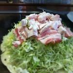 お好み焼 白石 - 三津浜焼きです。 台付き豚そば脂入り‼ あっ、脂は多めでお願いします!