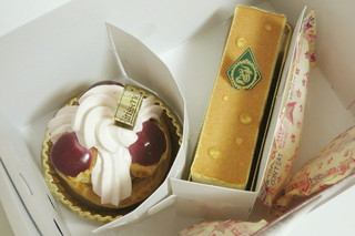 AO - ケーキボックスの中の生菓子2点(2013年11月)