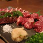 波津馬 - 料理写真:馬刺しの盛り合わせ。生レバ、はらみ、バラ、ロース、もも。そこに塩としょうが、細ネギ。