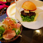 麦犬 - チーズとトマトバーガー(サラダセット)