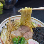 ストライク軒 - 1-2)ストレートの麺