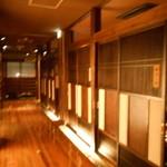 徳樹庵 - 個室が並ぶ店内