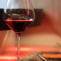 料理に合わせたおすすめのワインを、ソムリエがセレクト
