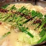 牛もつ鍋専門 やま本 - 味噌味